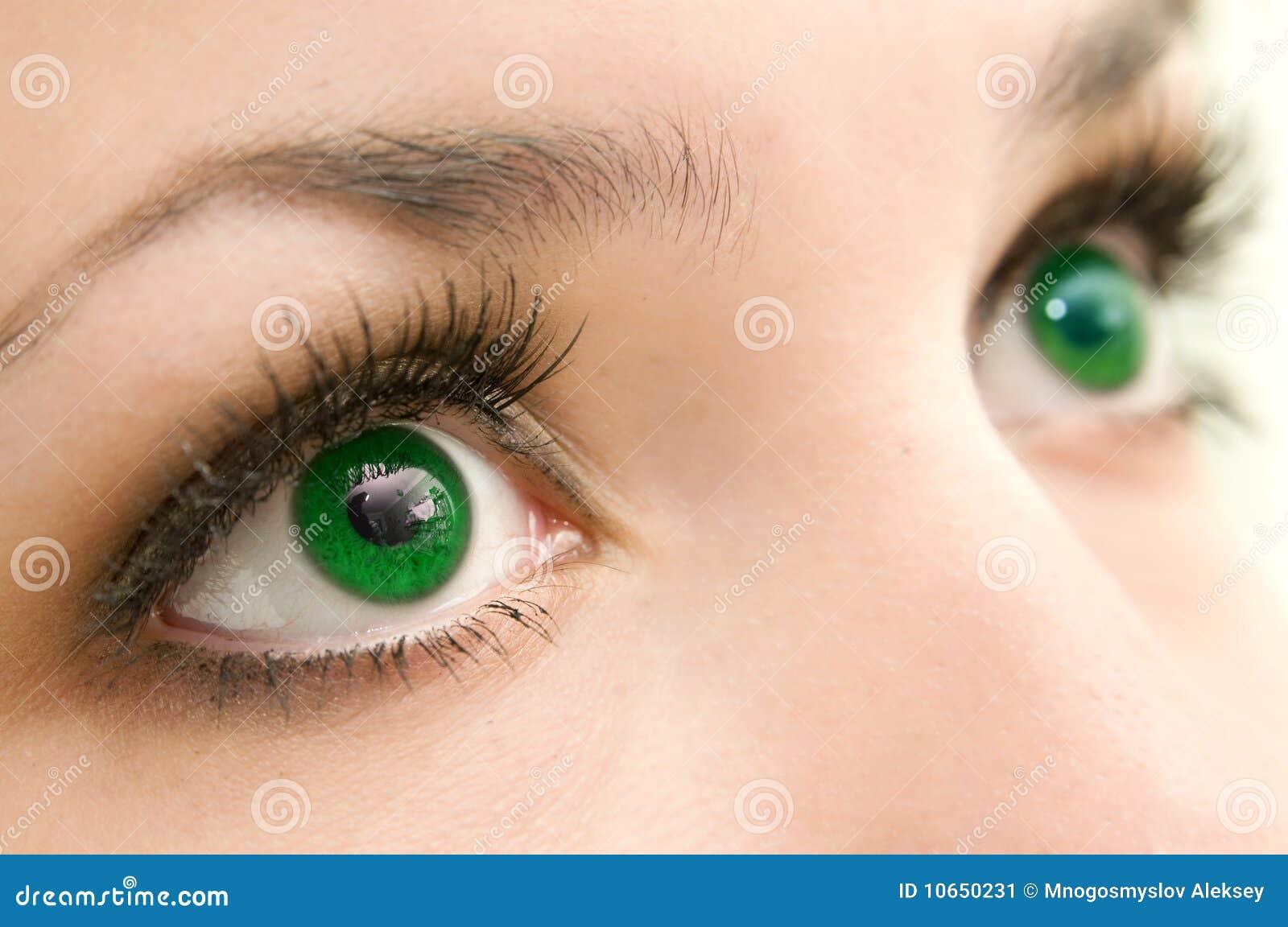 зеленый цвет глаз