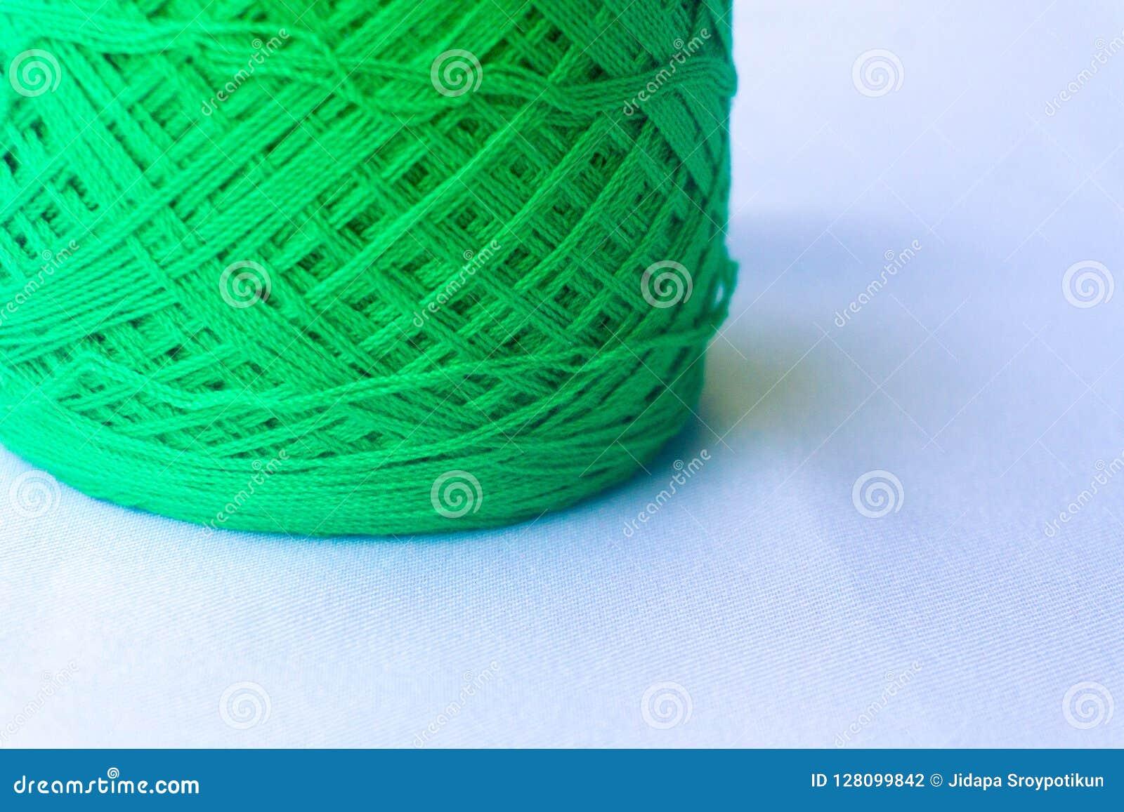 Зеленый цвет пряжи