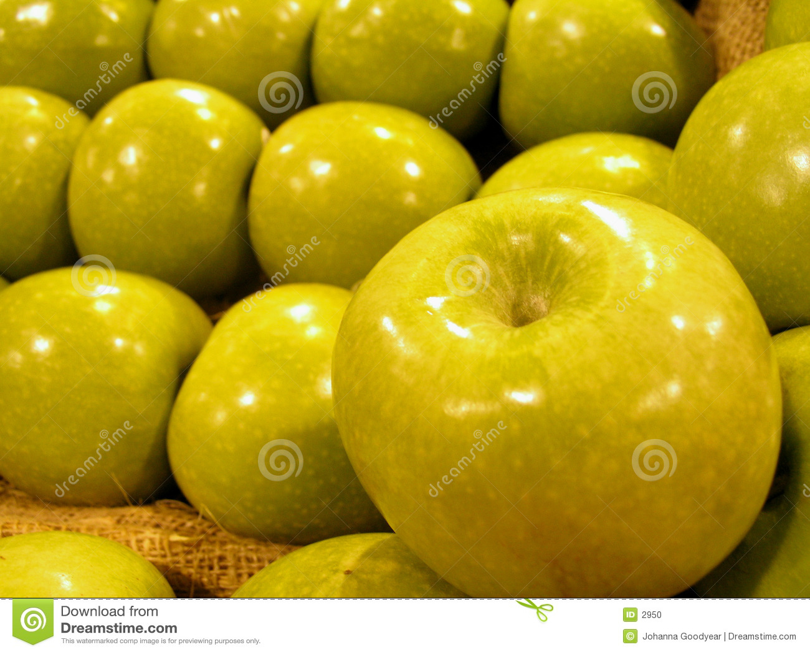 зеленый цвет яблок