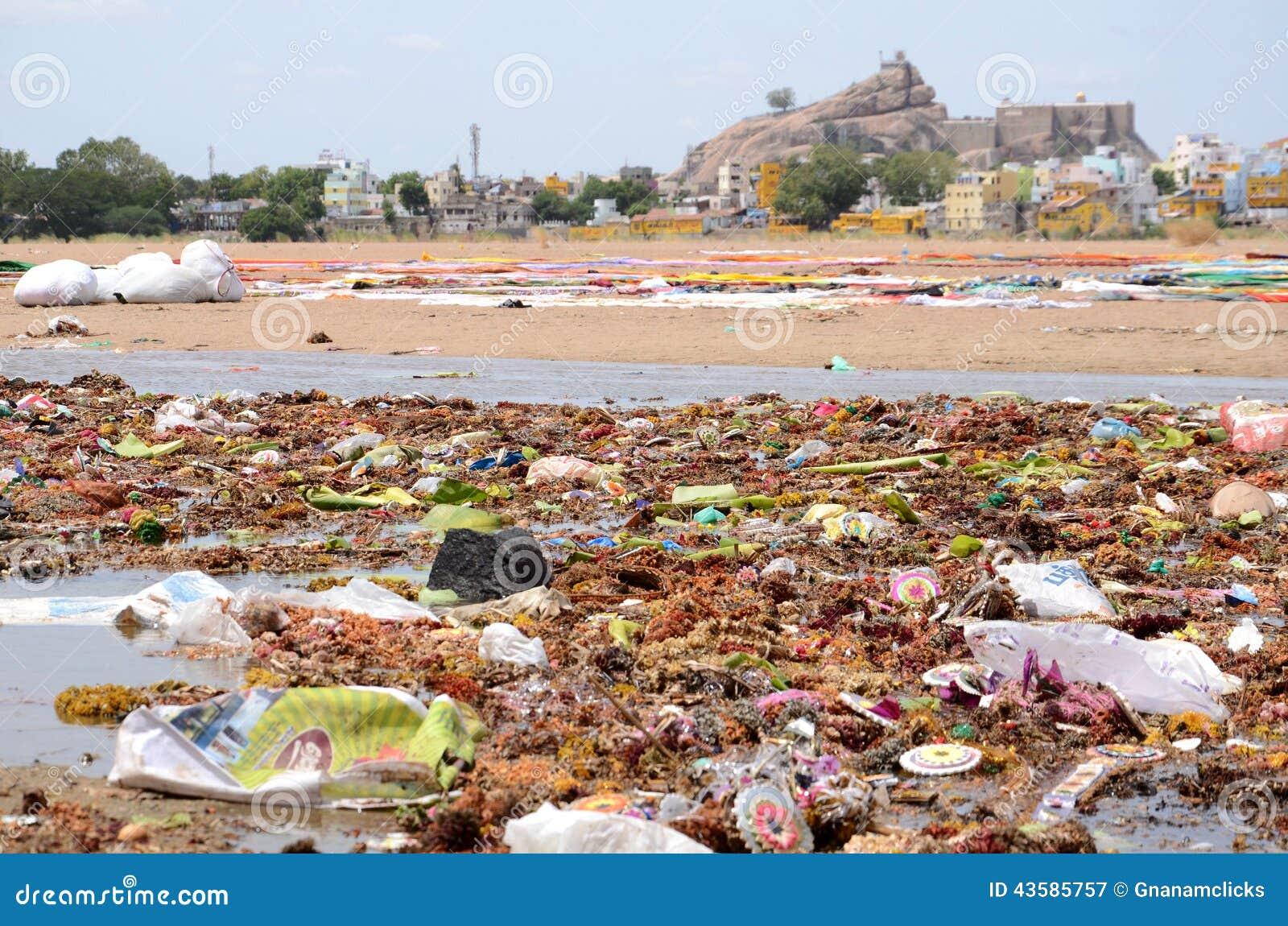 зеленая вода загрязнения примечания