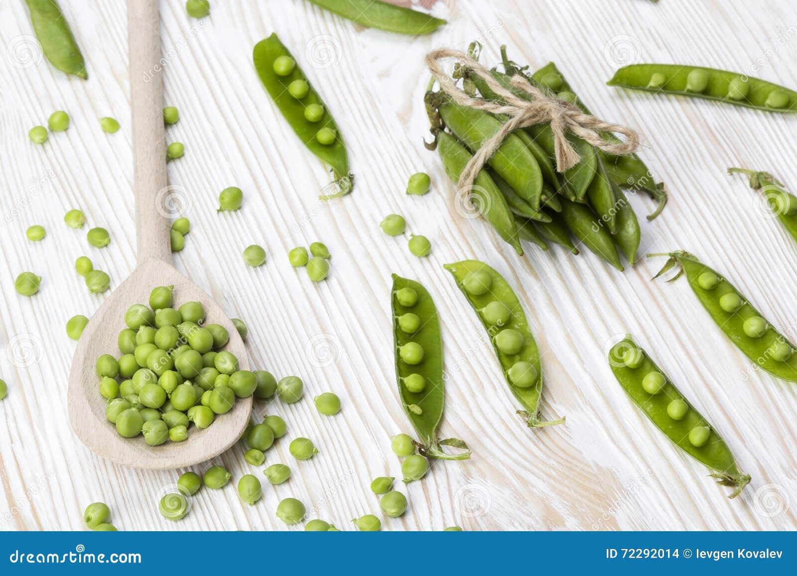 Download Зеленые горохи на деревянном столе Стоковое Фото - изображение насчитывающей предмет, lifestyle: 72292014