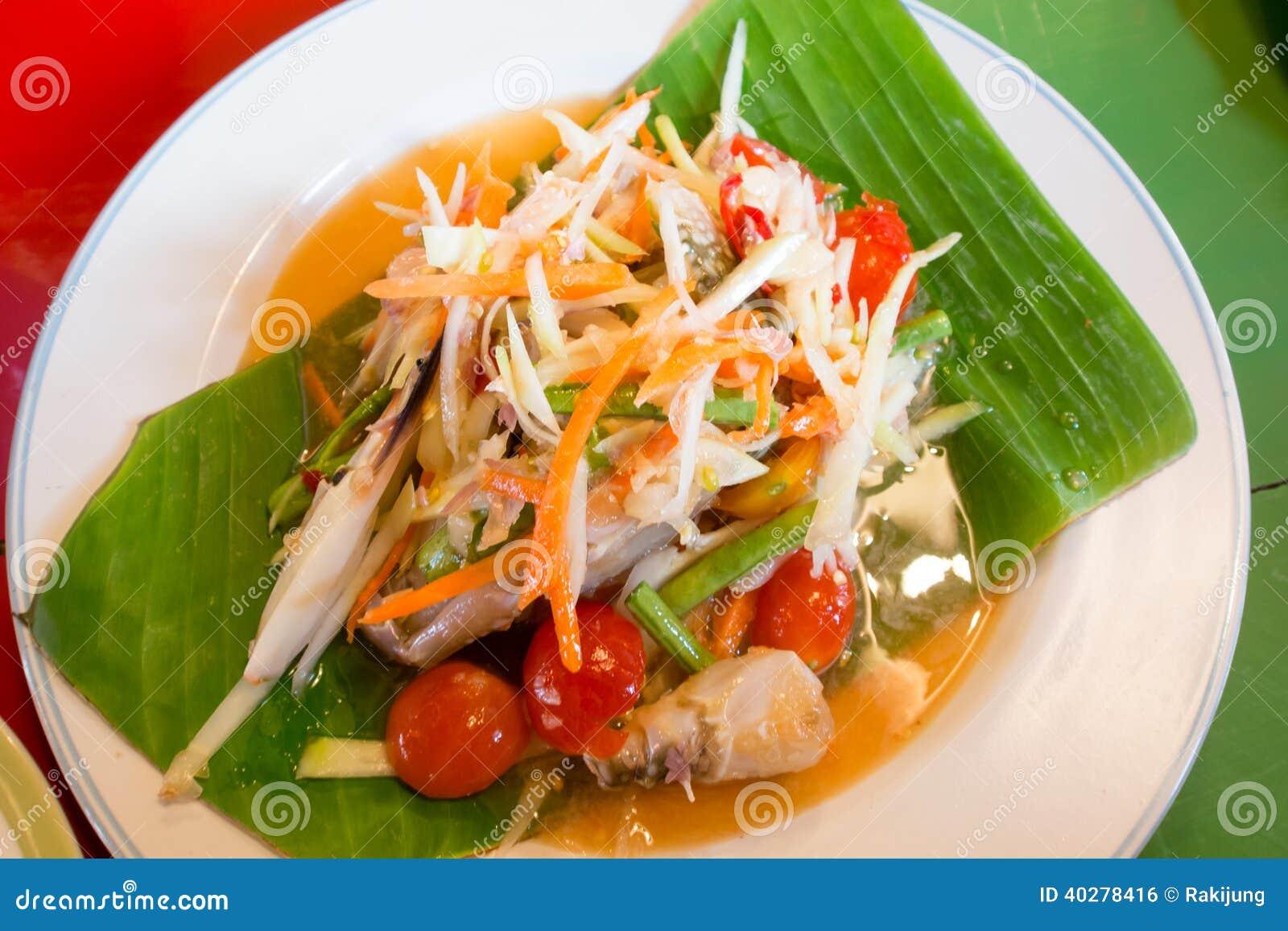 Зеленый салат папапайи с крабом, едой somtum тайской