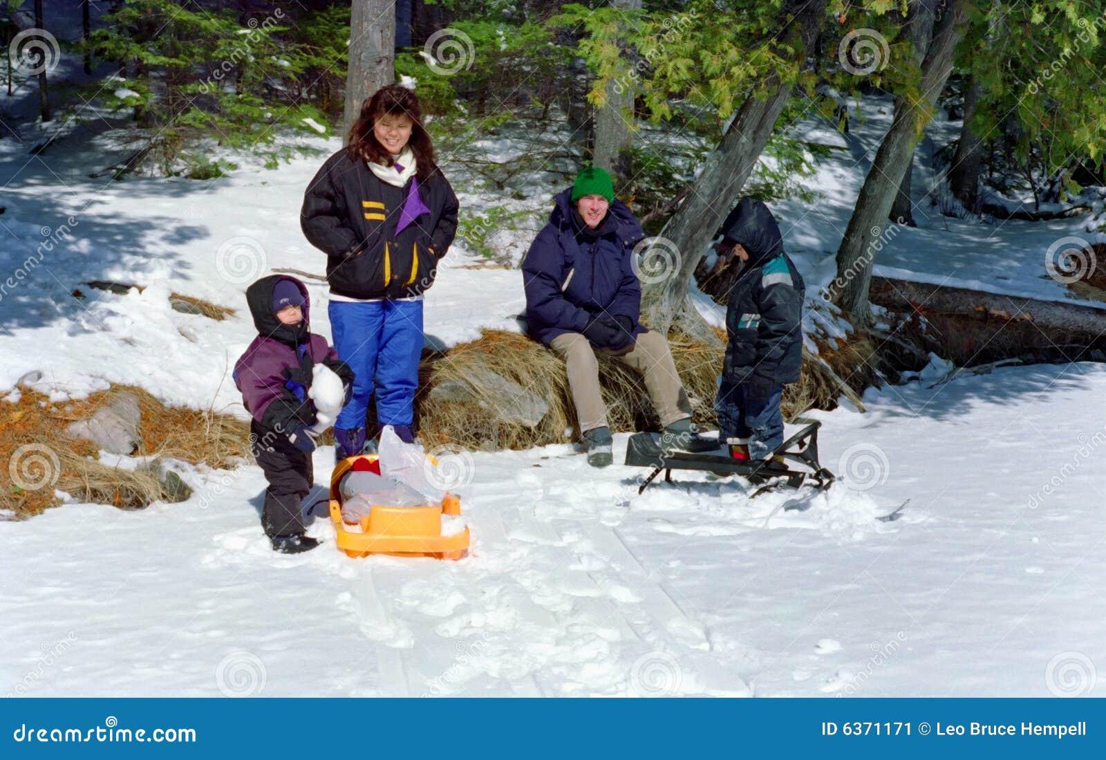 зима вылазки ontario семьи