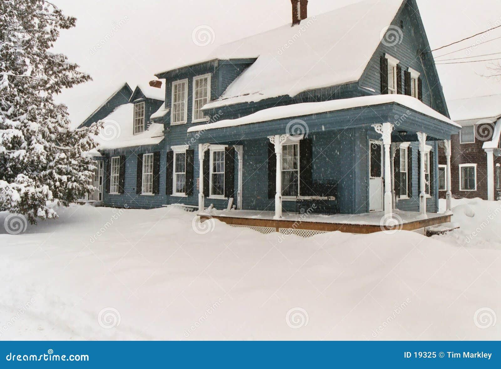 зима дома