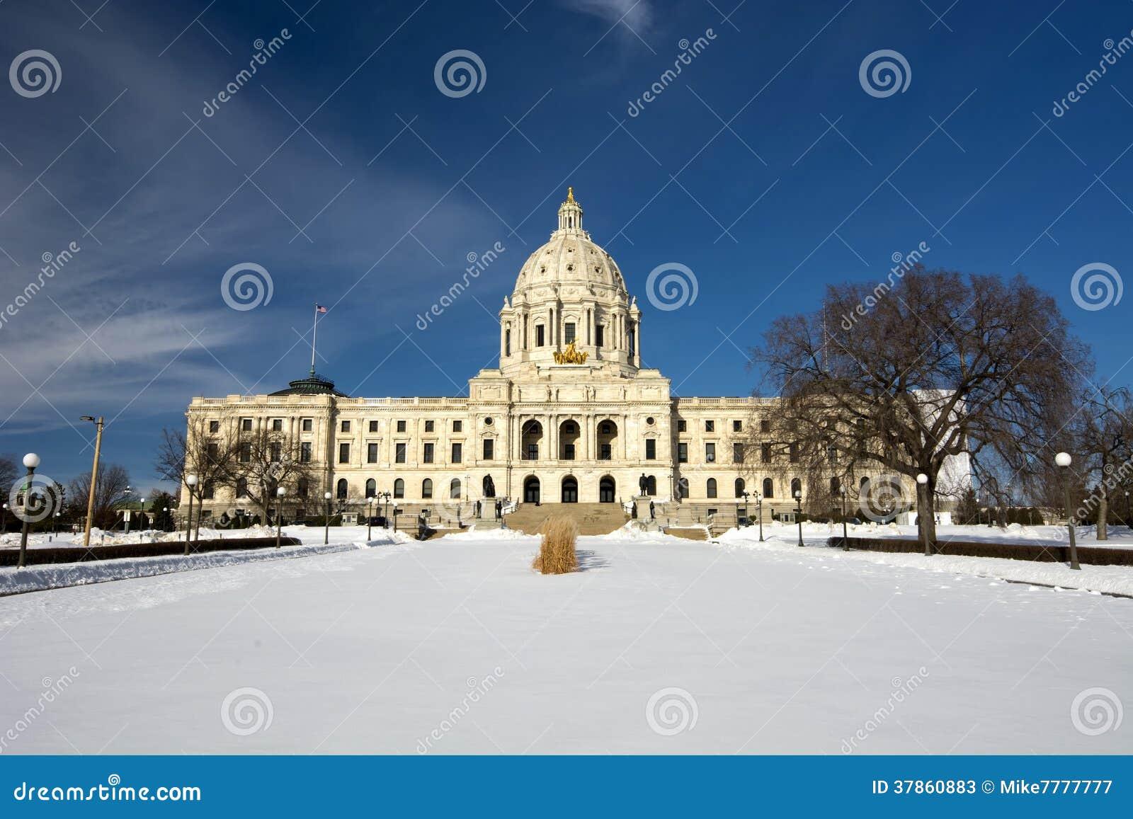 Зима, здание столицы государства, St Paul, Минесота, США