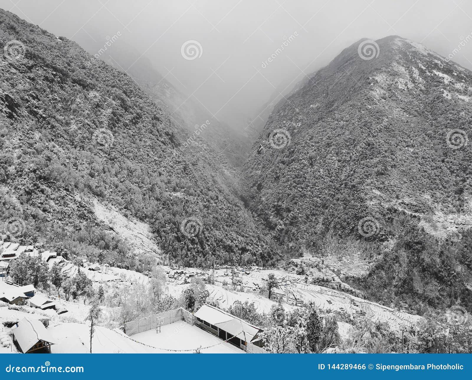 Зима на Annapurna южном, захватывающий взгляд от Kalpana