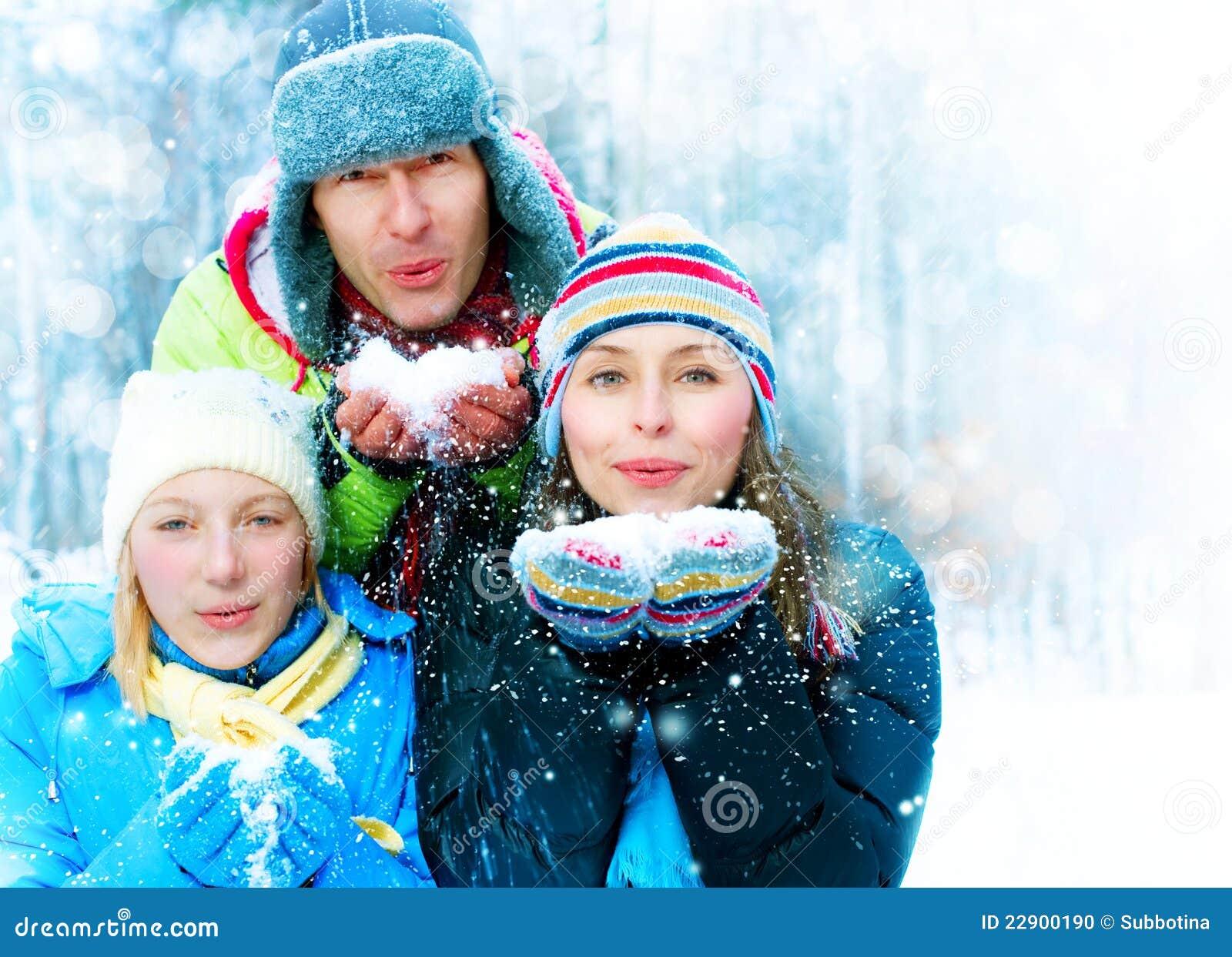 зима парка семьи