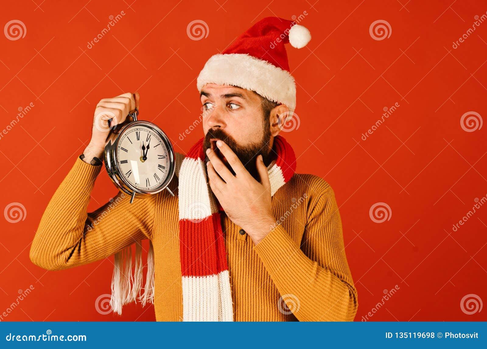 Зимний отдых и концепция комплекса предпусковых операций Санта Клаус ждет полночь