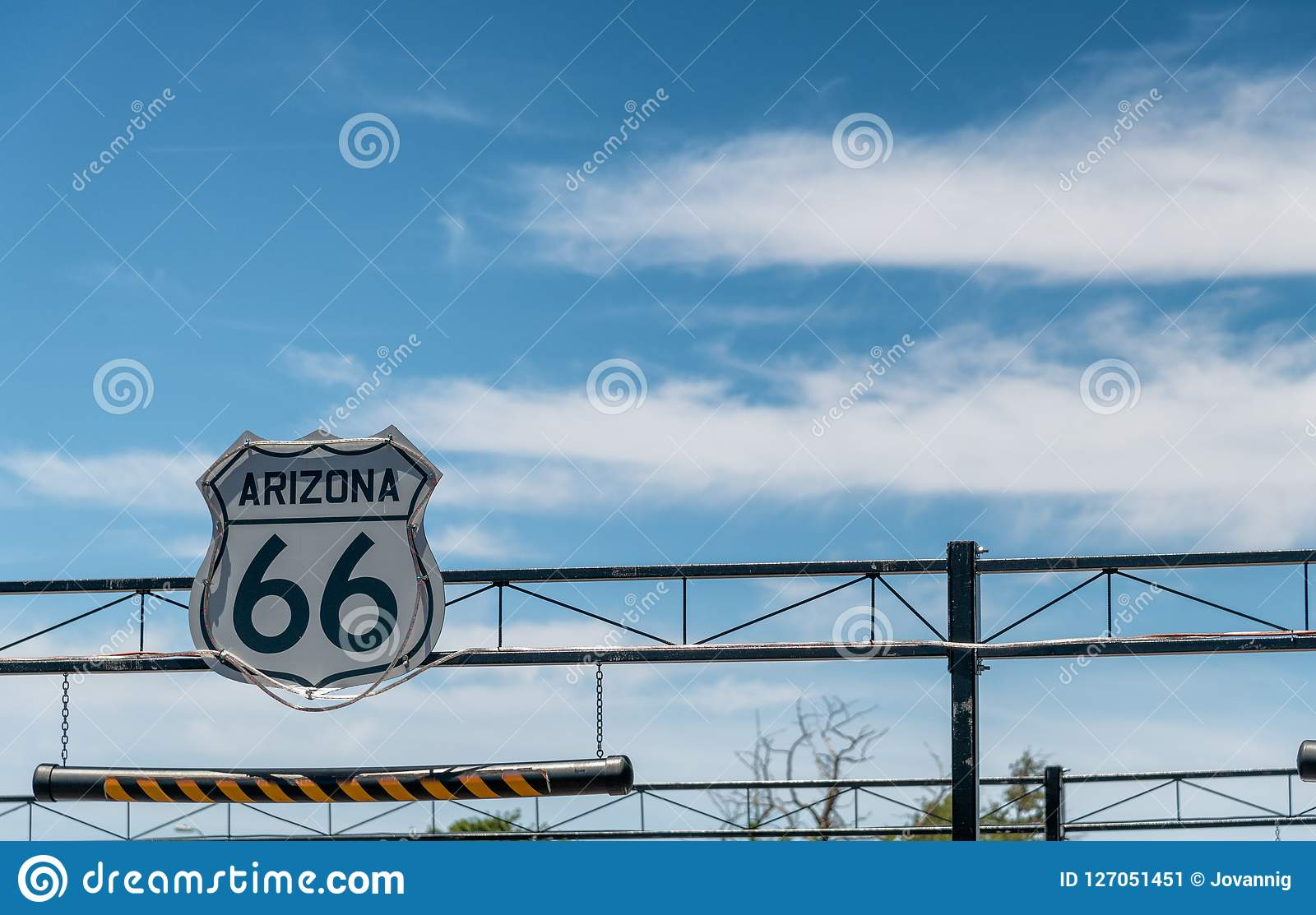 Знак антенны трассы 66 на межгосударственном