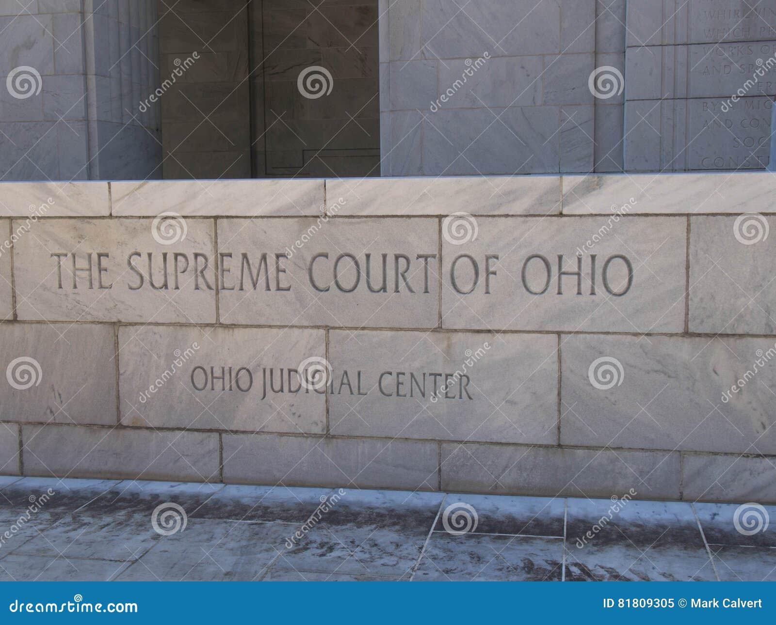 Знак главного входа Верховного Суда Огайо
