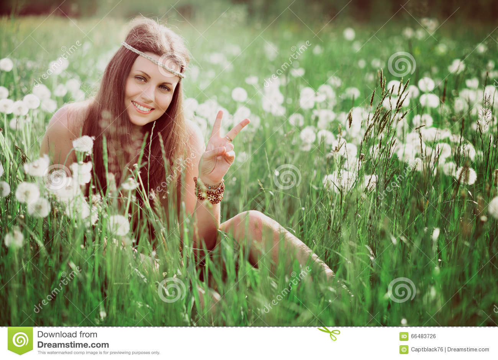 Знак мира от усмехаясь свободного hippie