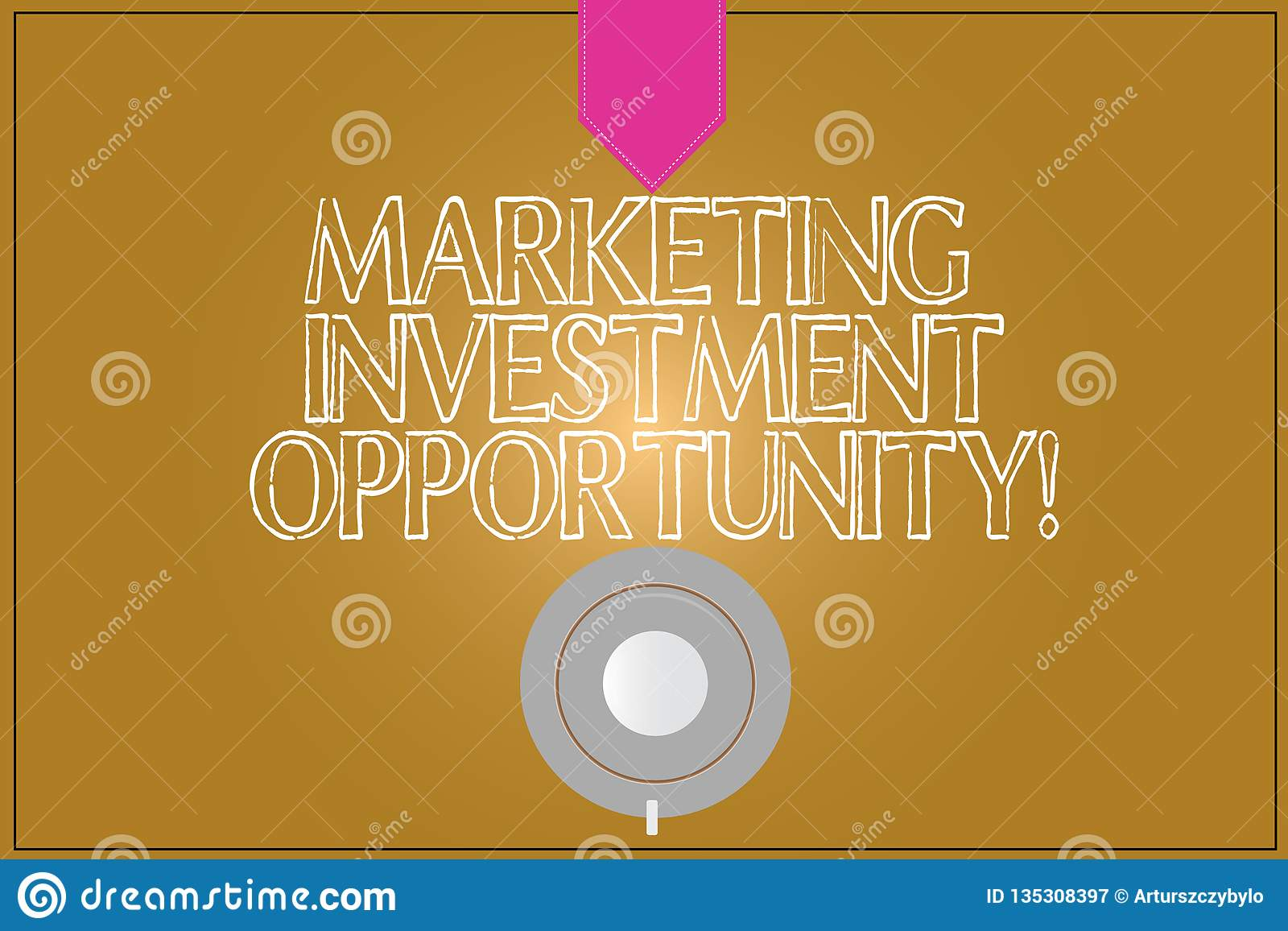 Знак текста показывая выходя на рынок инвестиционную возможность Схематическое фото предпринимая кофейную чашку нового продукта и