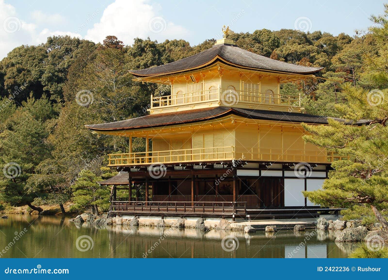 золотистый висок павильона японии