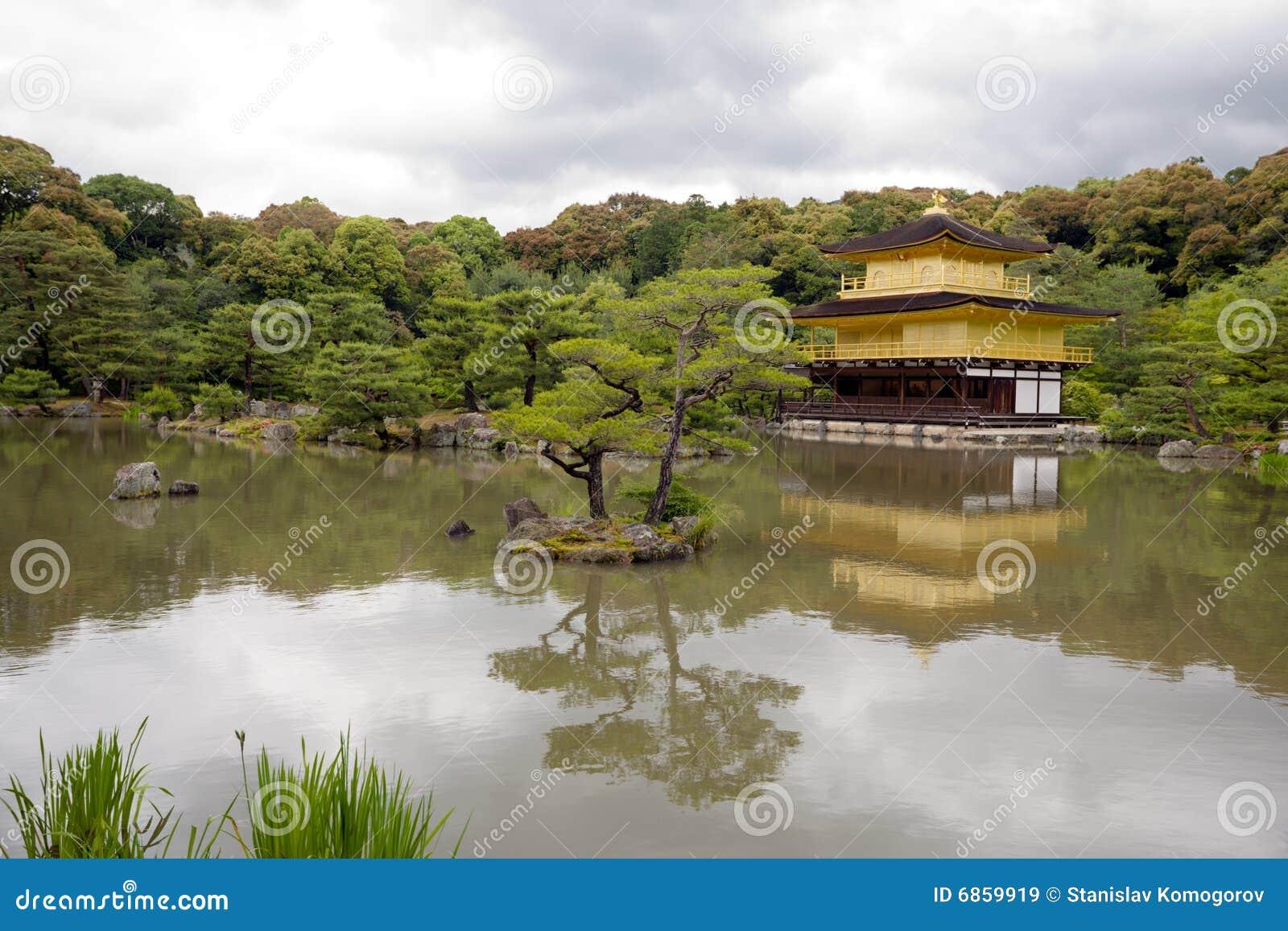 золотистый висок павильона kinkakuji