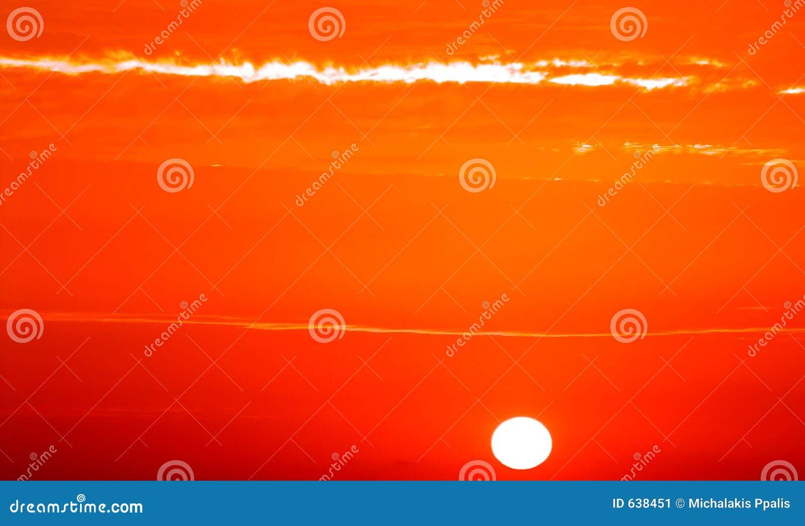 Download золотистый восход солнца стоковое изображение. изображение насчитывающей контраст - 638451