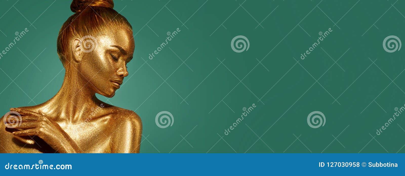 Золотой портрет женщины красоты кожи Девушка фотомодели с составом праздника золотым
