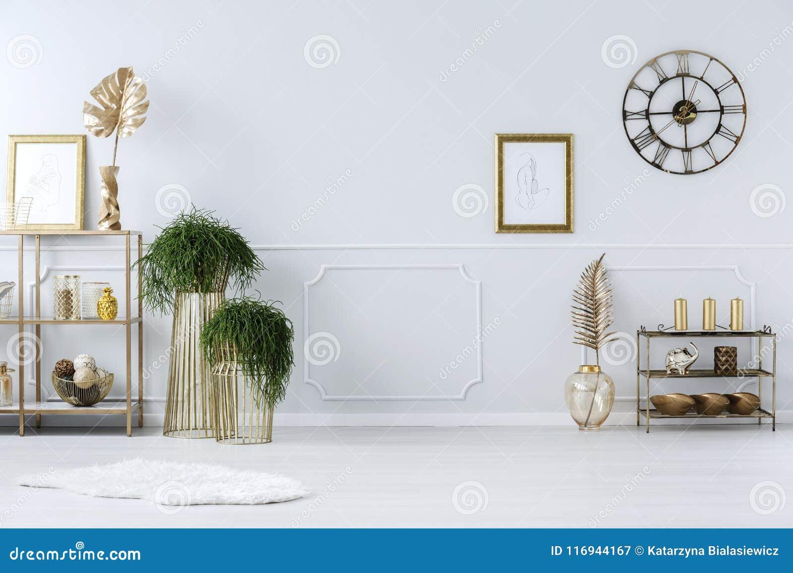 Золотые украшения в anteroom