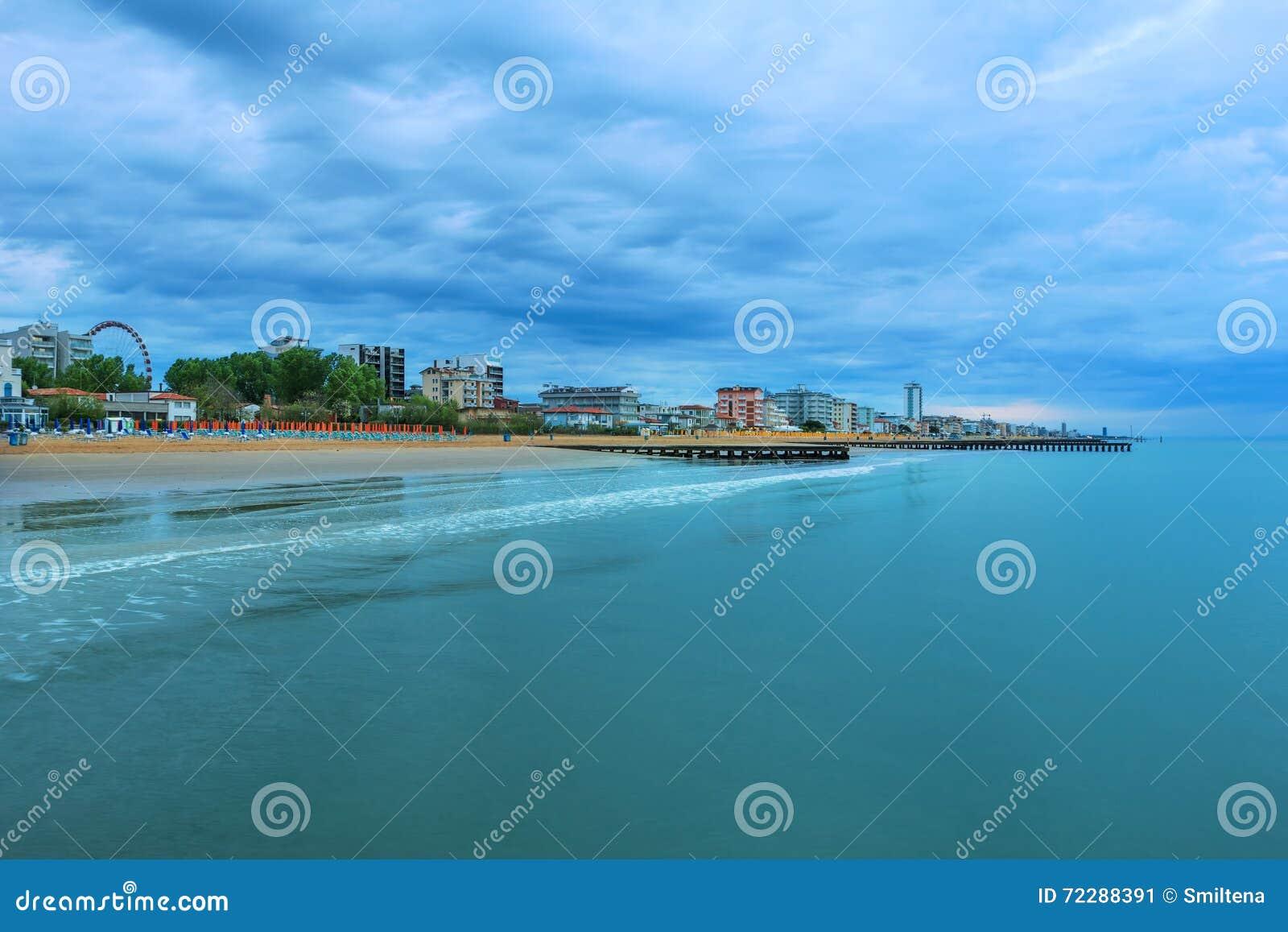 Download Зона Lido Di Jesolo пляжа, Италия Стоковое Изображение - изображение насчитывающей парасоль, италия: 72288391