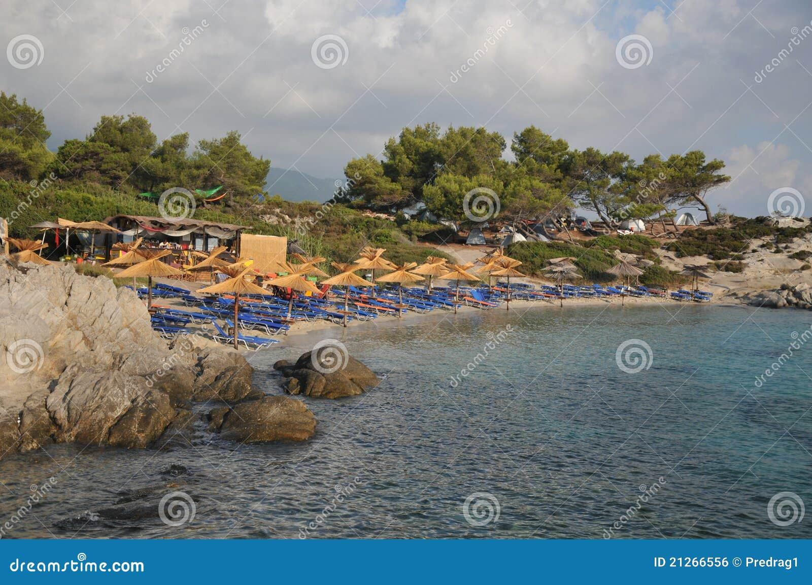 зонтики палубы стулов пляжа песочные