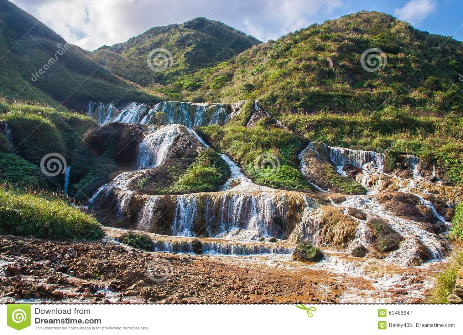 золотистый водопад