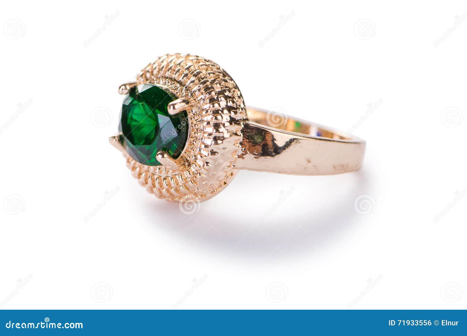 Золотое кольцо изолированное на белой предпосылке