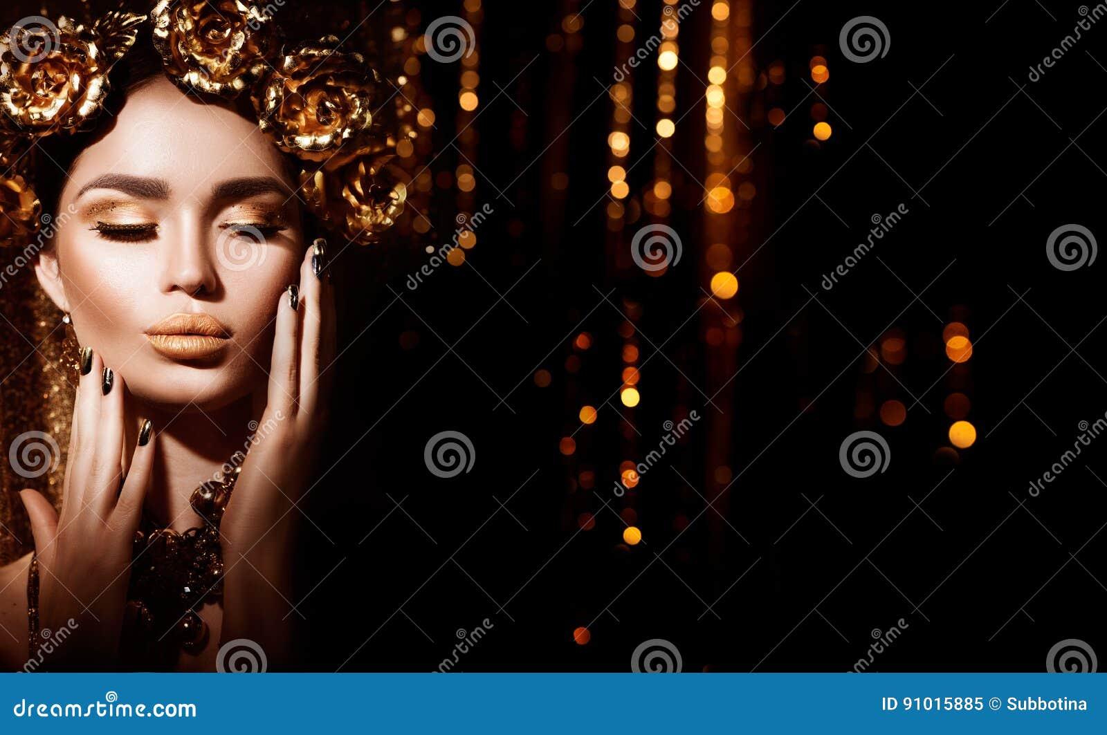 Золотые стиль причёсок, маникюр и состав праздника Золотые венок и ожерелье