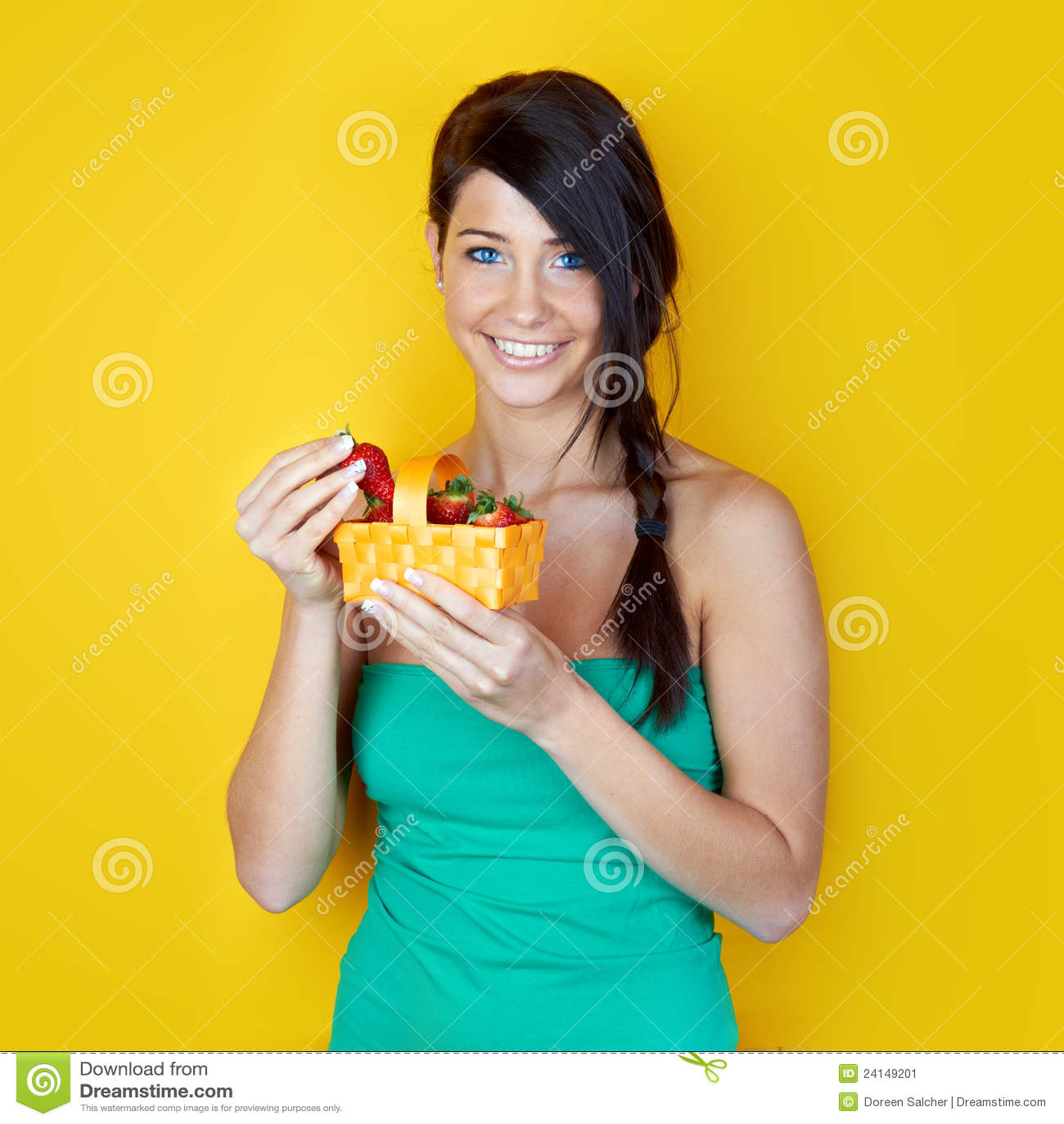 Зрелая женщина в желтом фото 736-4