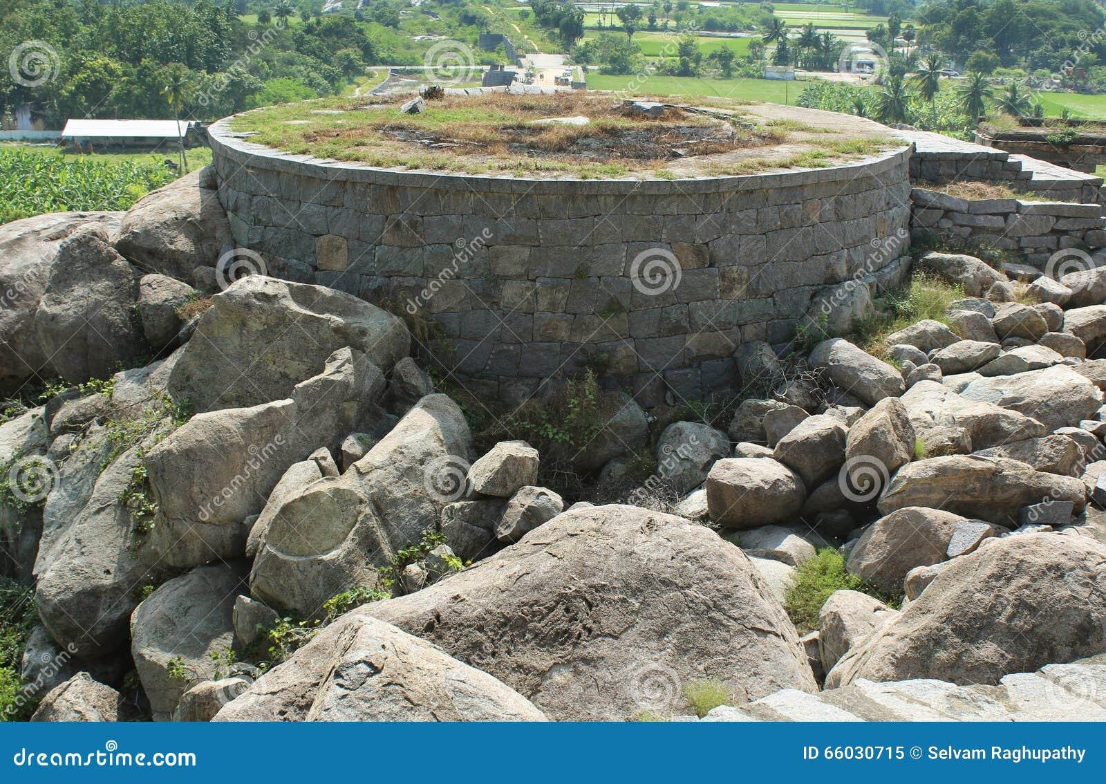 Зубчатая стена форта Gingee
