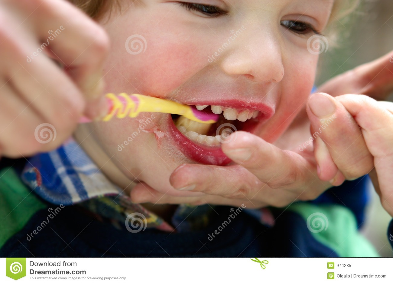 зубы ребенка чистые