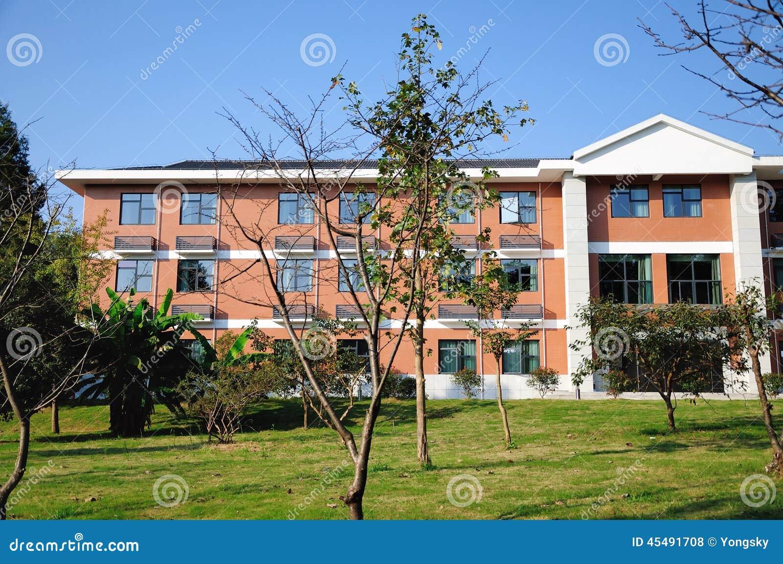 Здание красного кирпича