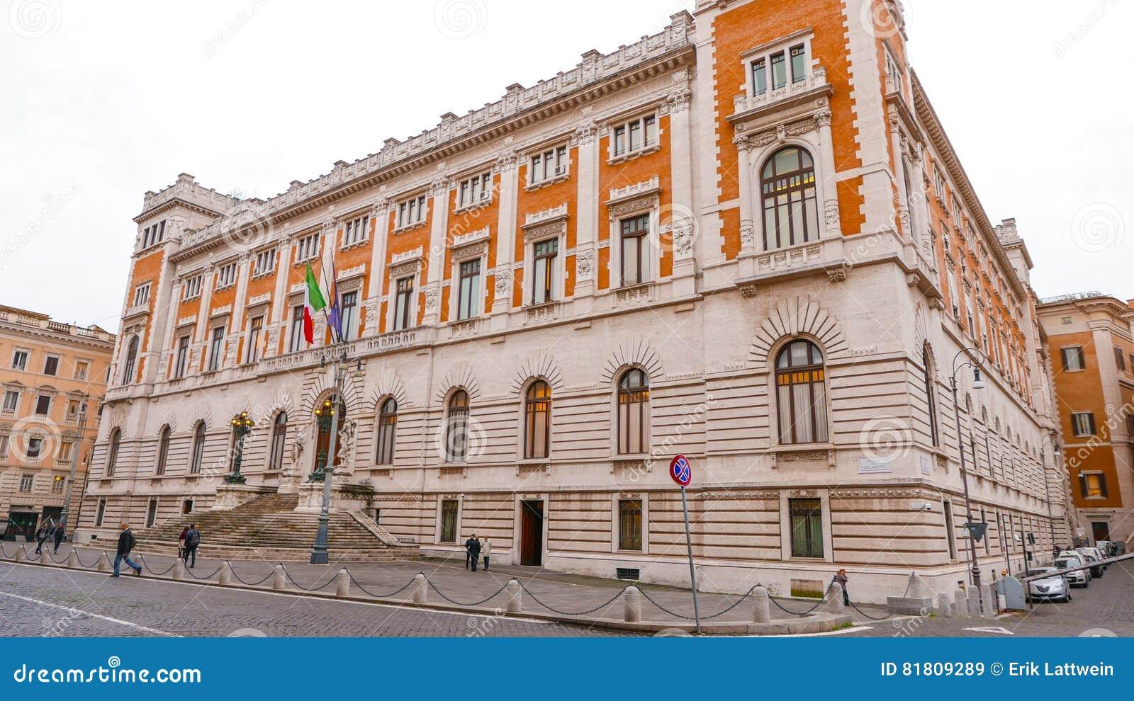 Здание парламента в Риме