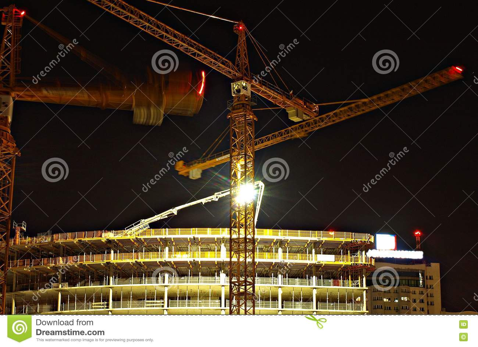 этой картинка стройка с краном около красной площади тигренок
