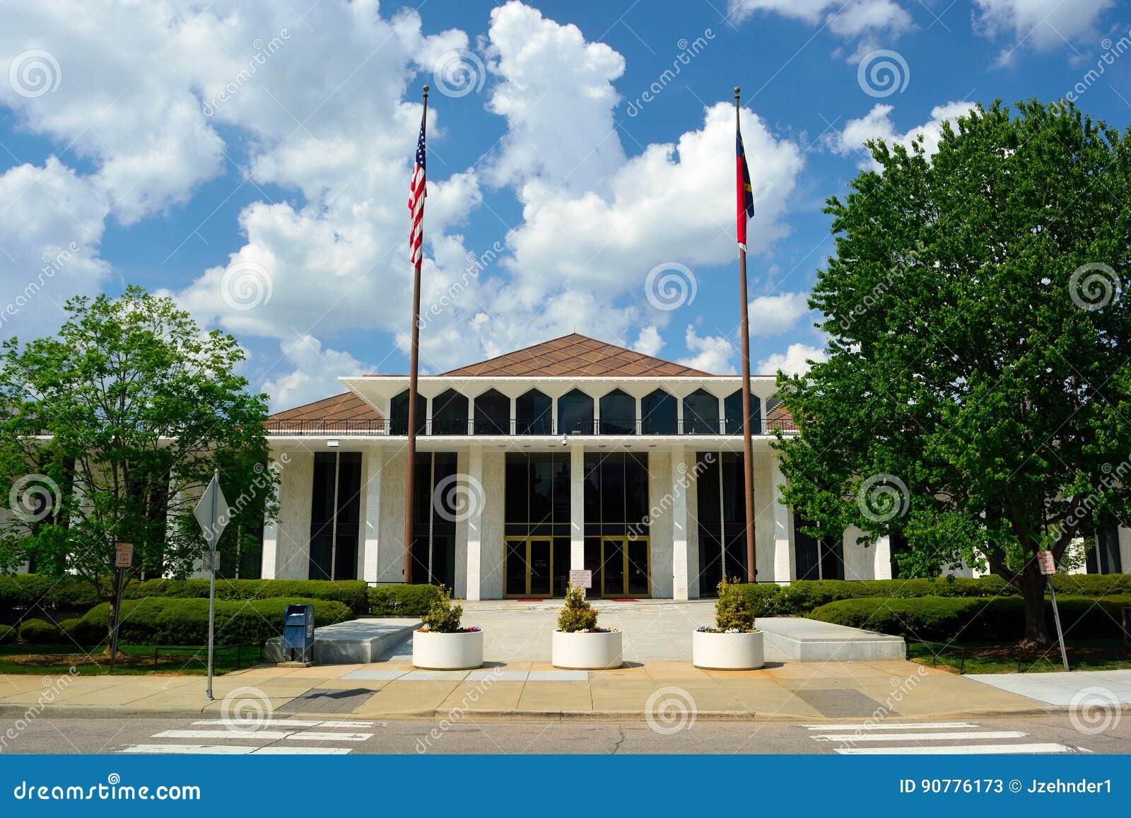 Здание положения Северной Каролины законодательное на солнечный день
