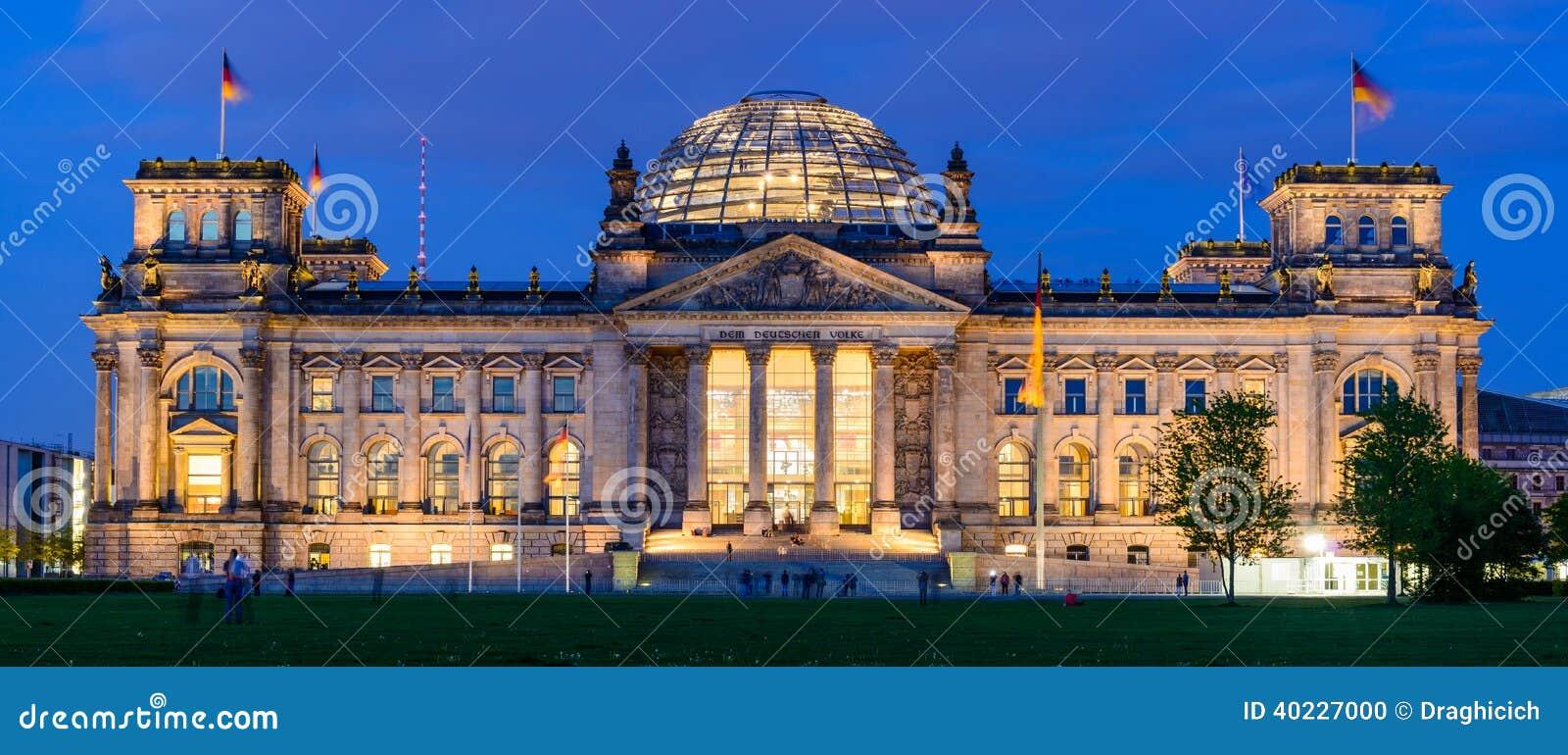 Здание Reichstag в Берлине