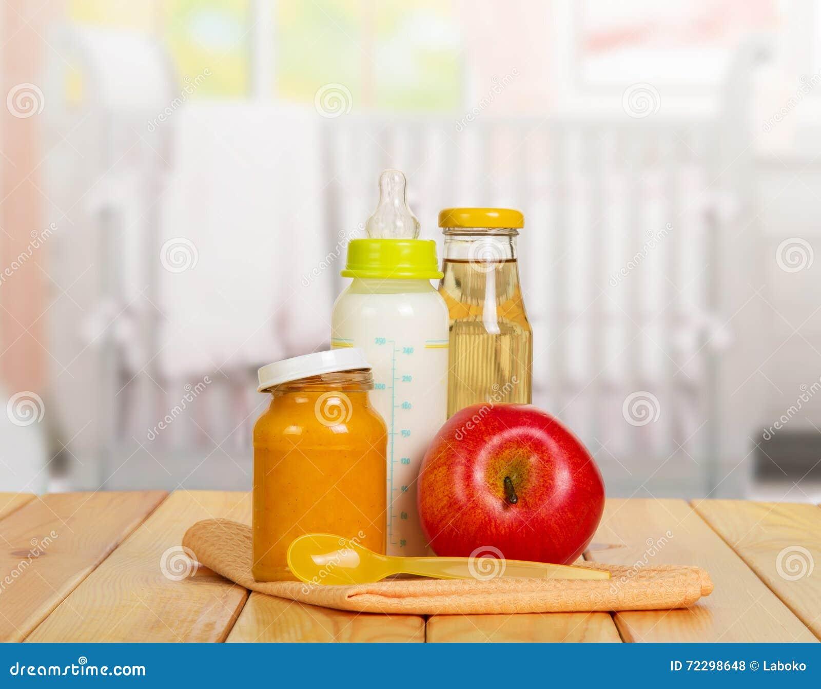 Download Здоровое детское питание: молоко, сок, пюре, яблоко на кухне предпосылки Стоковое Фото - изображение насчитывающей aztecan, свеже: 72298648