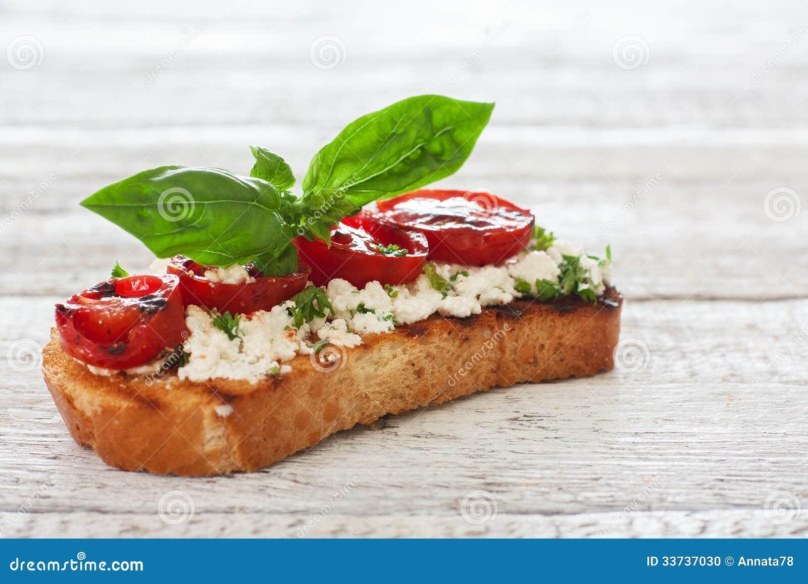 Здравица с зажженными томатами и мягким сыром