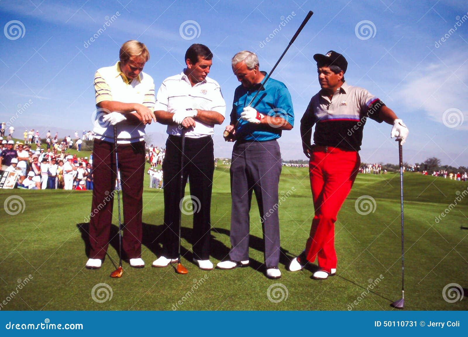 Играет в гольф самый большой