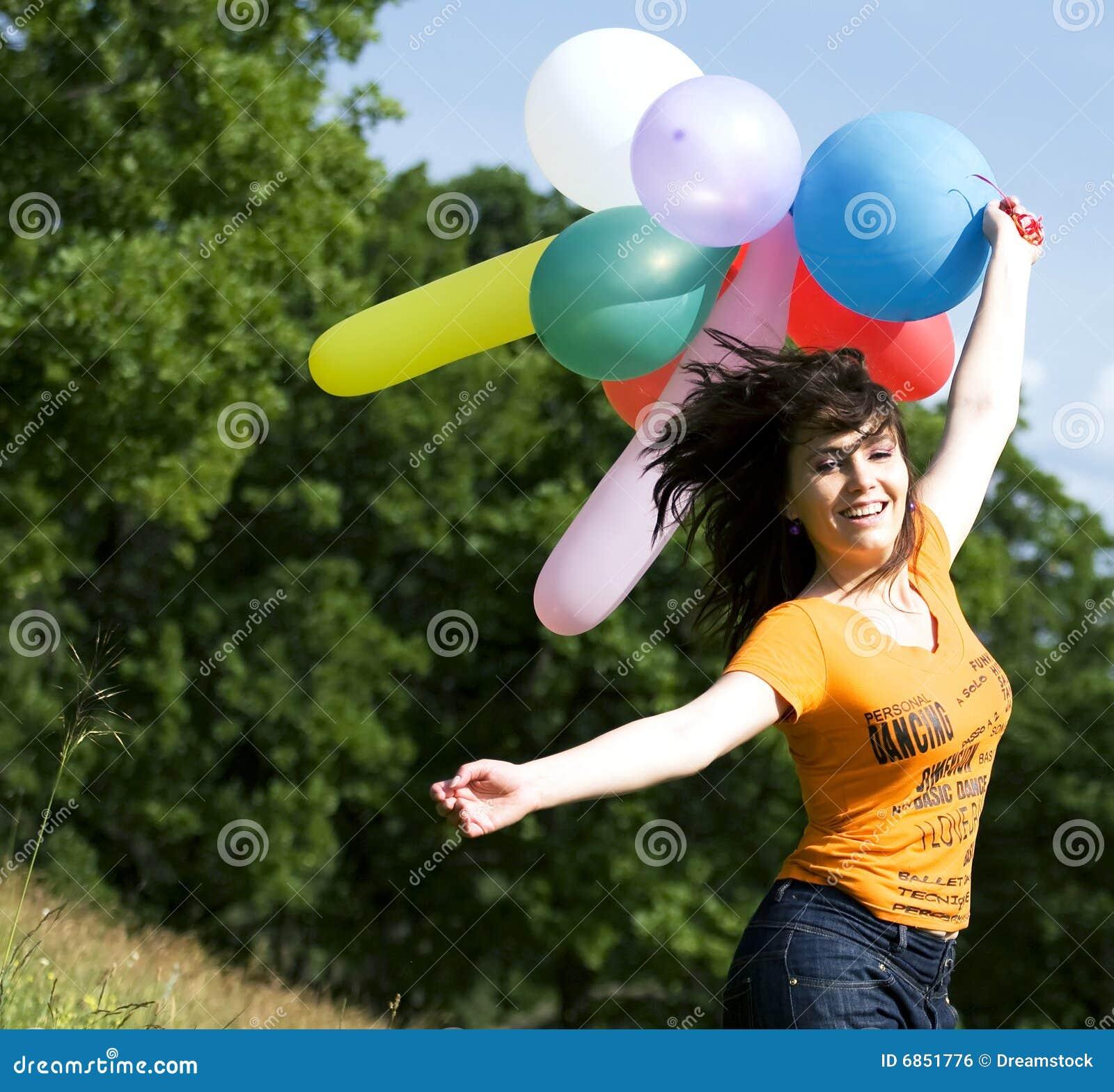 играть девушки цвета воздушных шаров