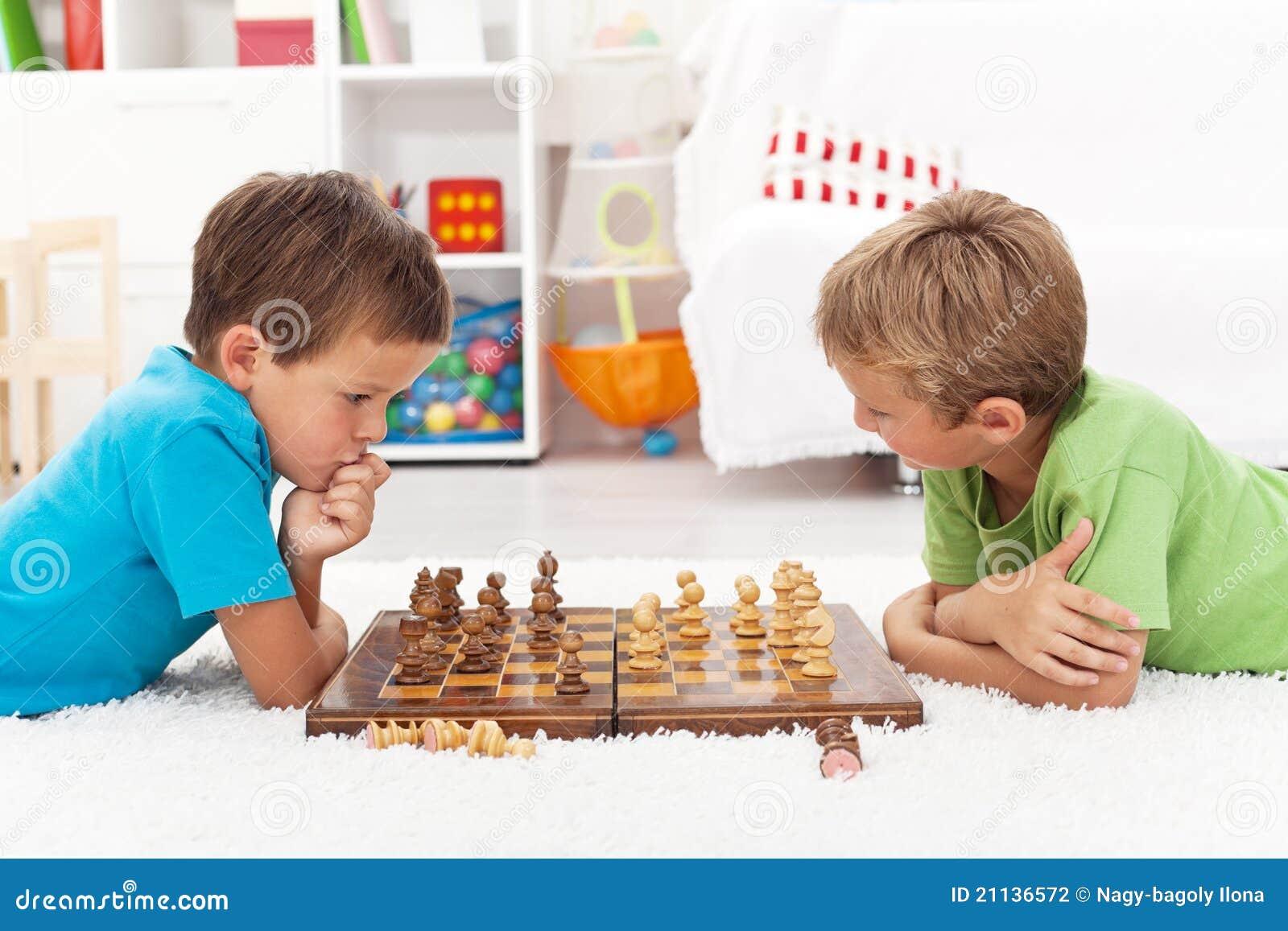 играть малышей шахмат