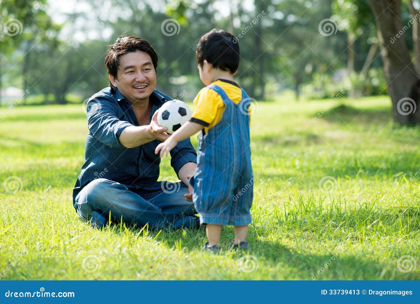 Играть с отцом
