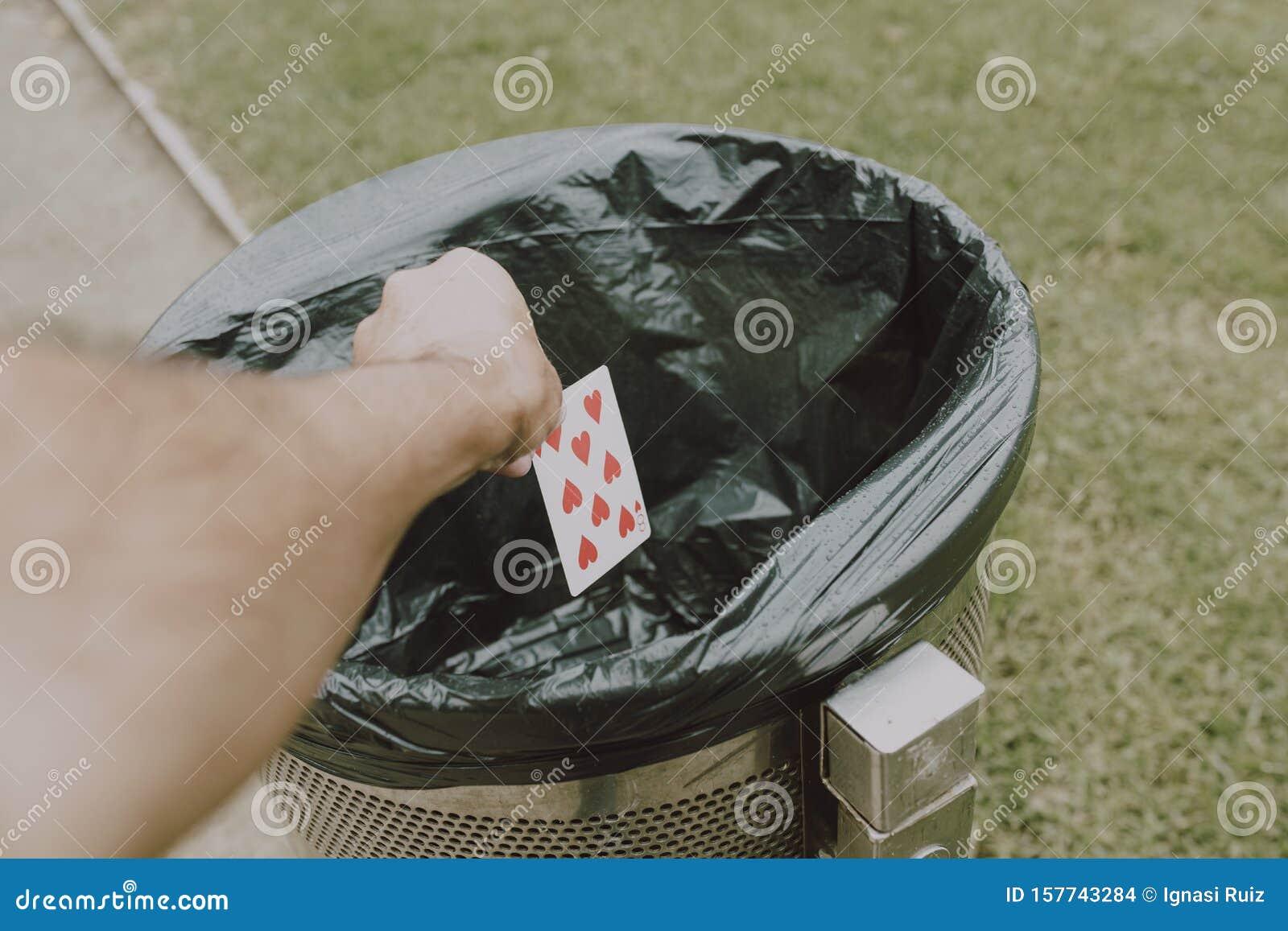играть в карты на улице