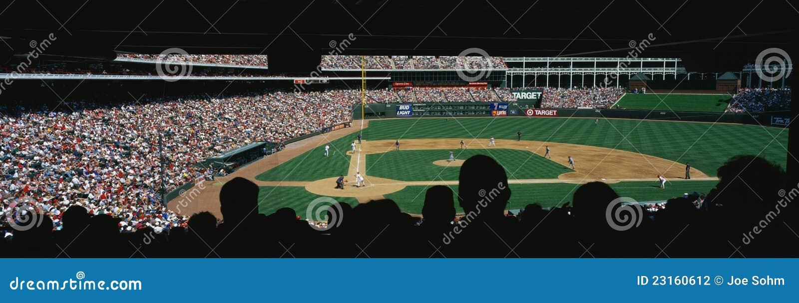 Игра высшей лиги бейсбола на Bal