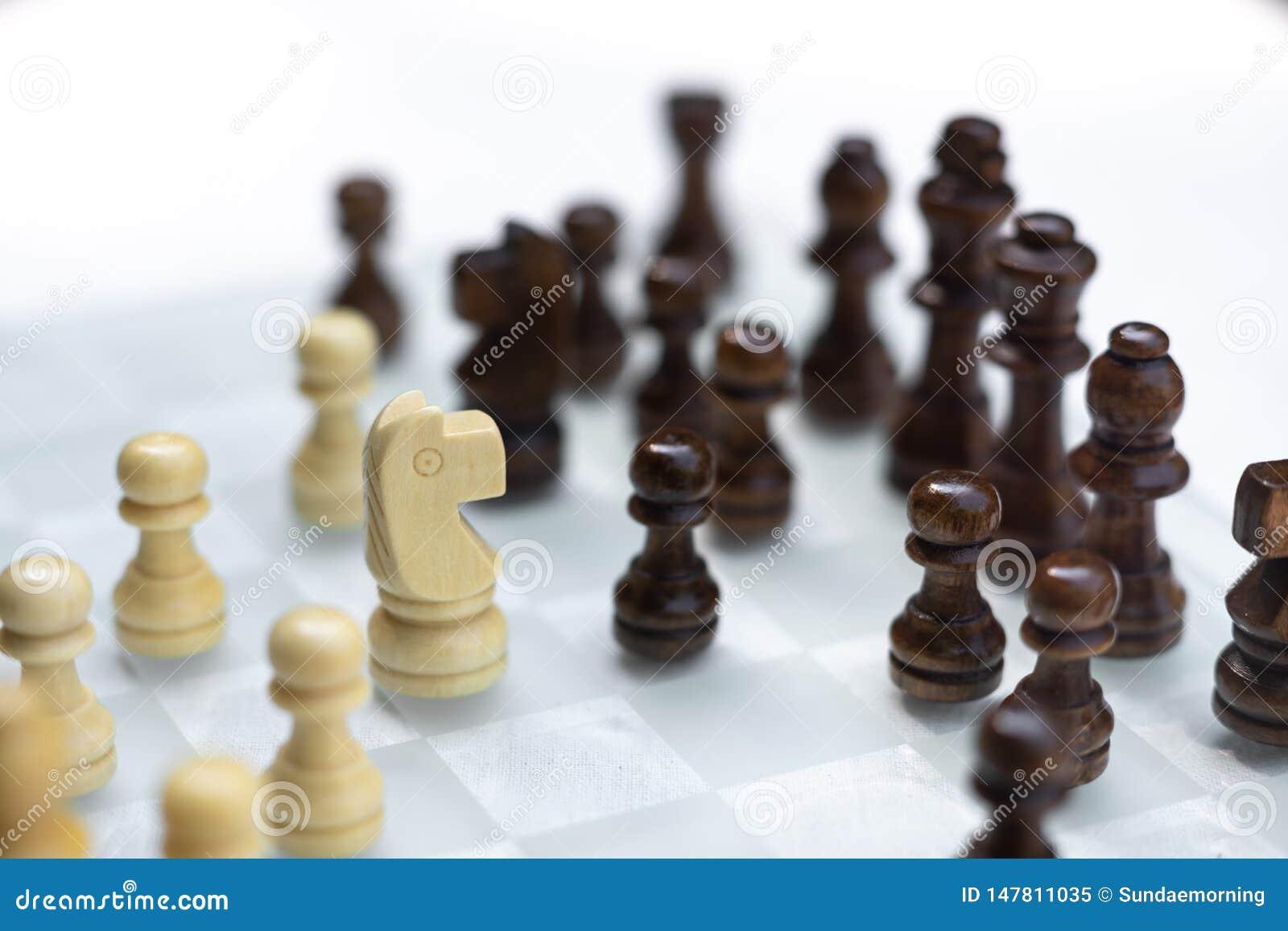 Игра шахматной доски, концепция дела конкурсная, затруднительное положение встречи, теряя и выигрывая