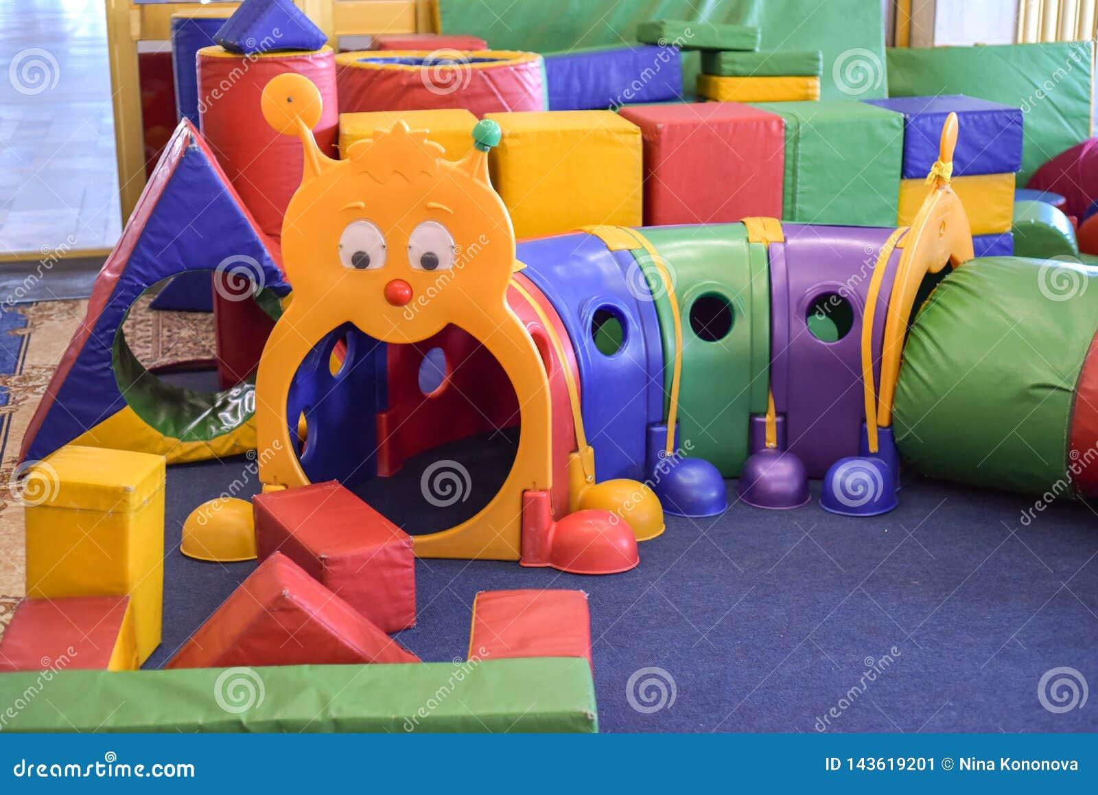 Игровая ` s детей Интерьер игровой детей с игрушками детсад
