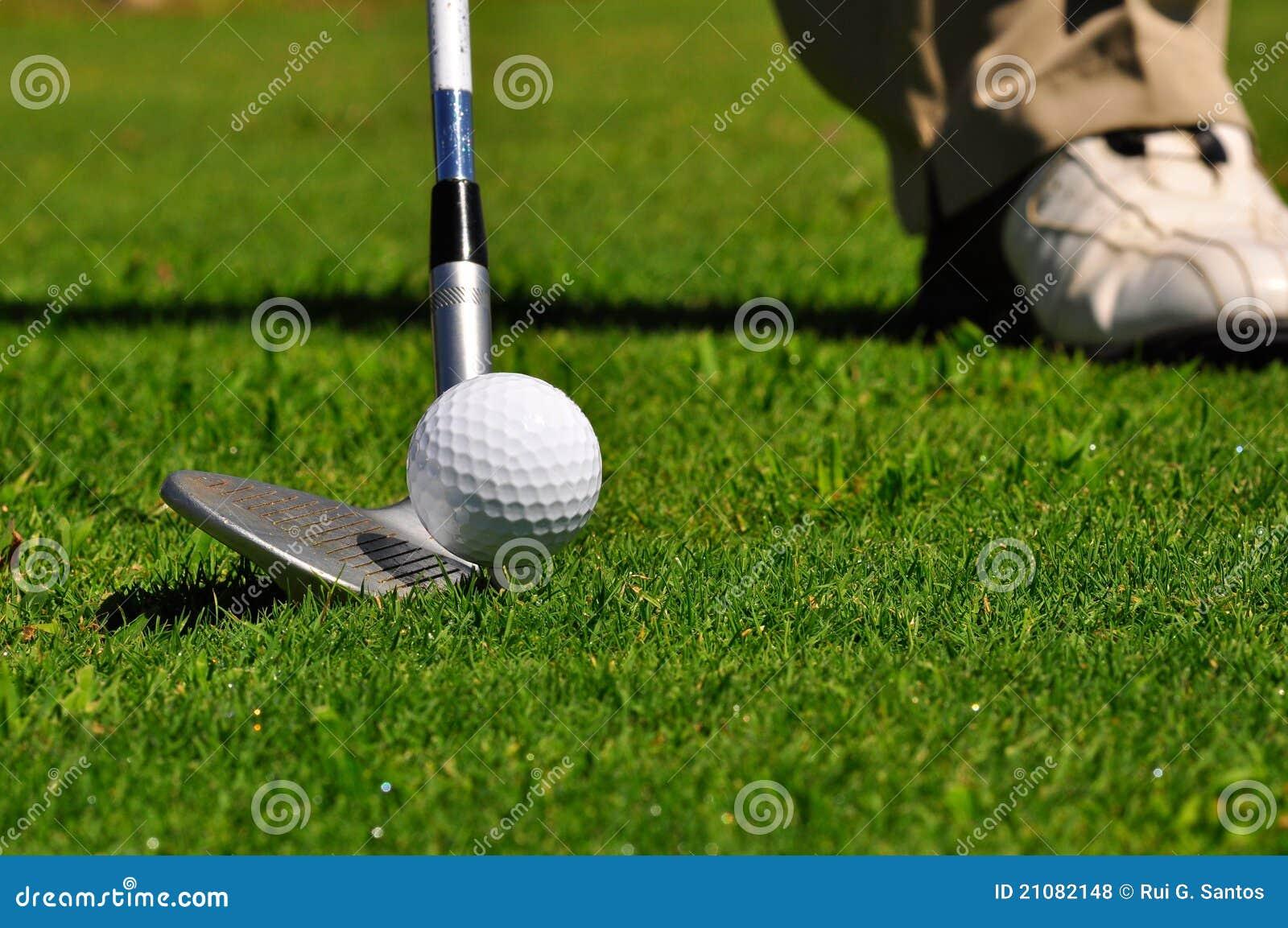 игрок в гольф гольфа курса