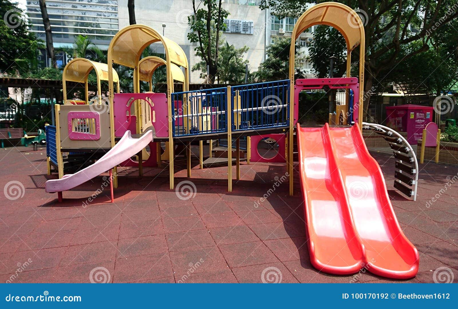 Игрушка спортивной площадки детей