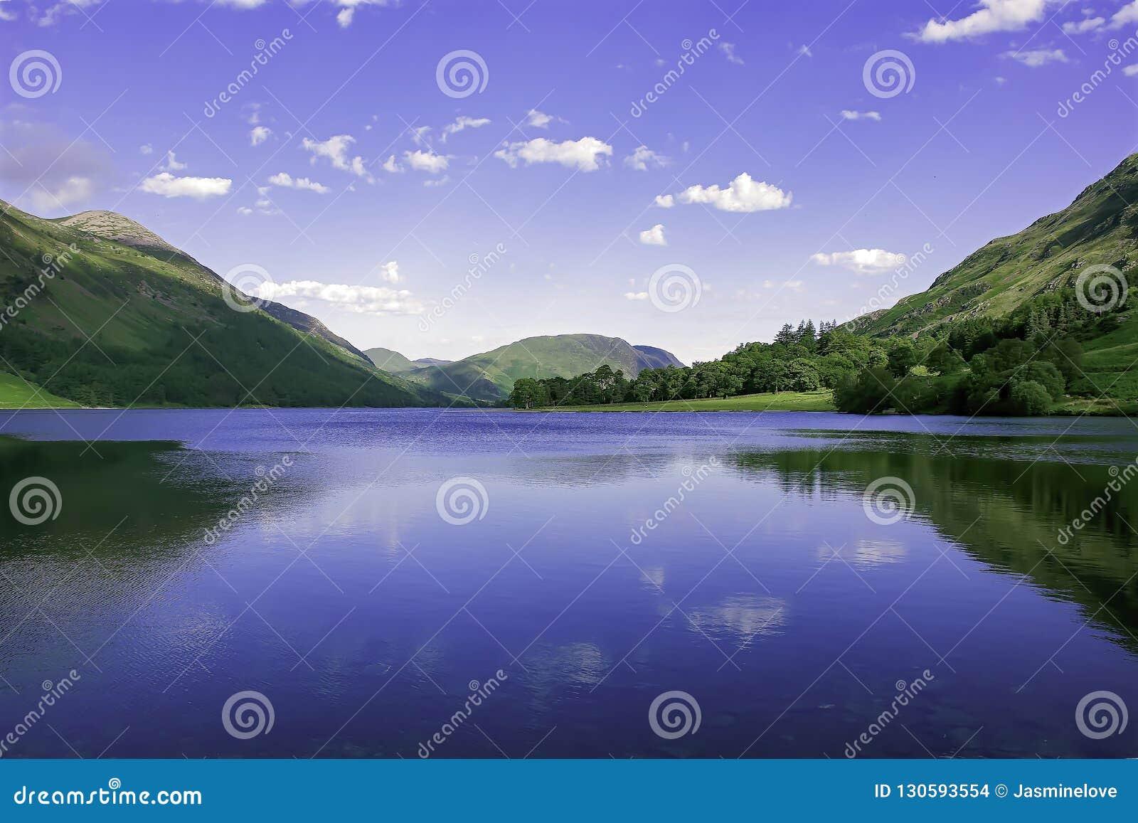 Идилличный ландшафт национального парка района озера, Cumbria, Великобритании