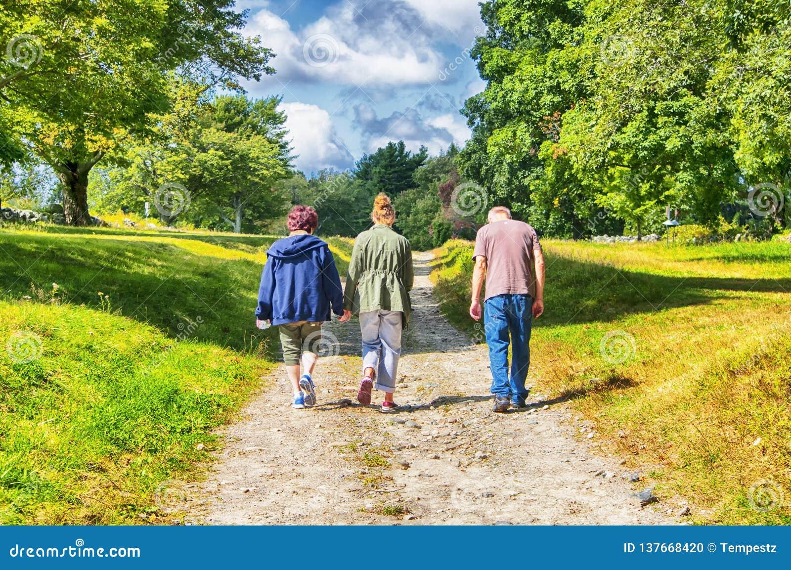 Идти внутри парк штата Topsmead