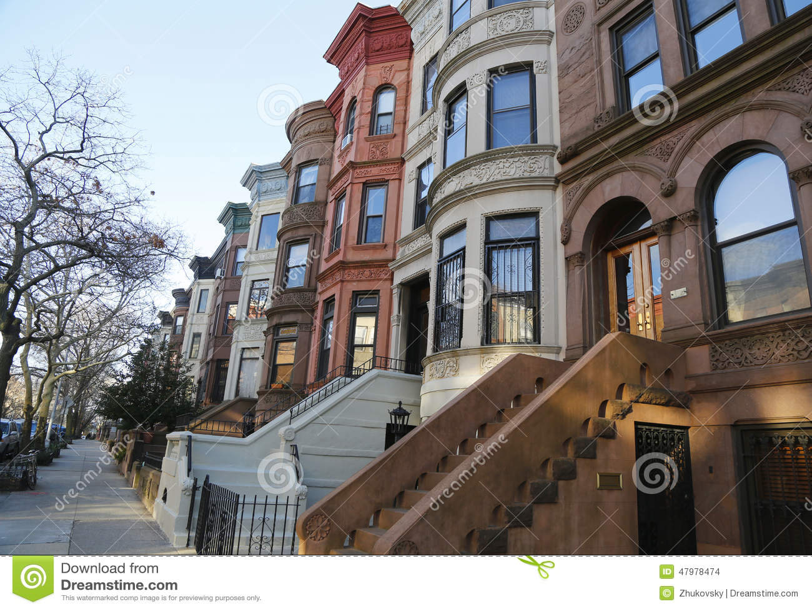 Известные brownstones Нью-Йорка в районе высот перспективы в Бруклине