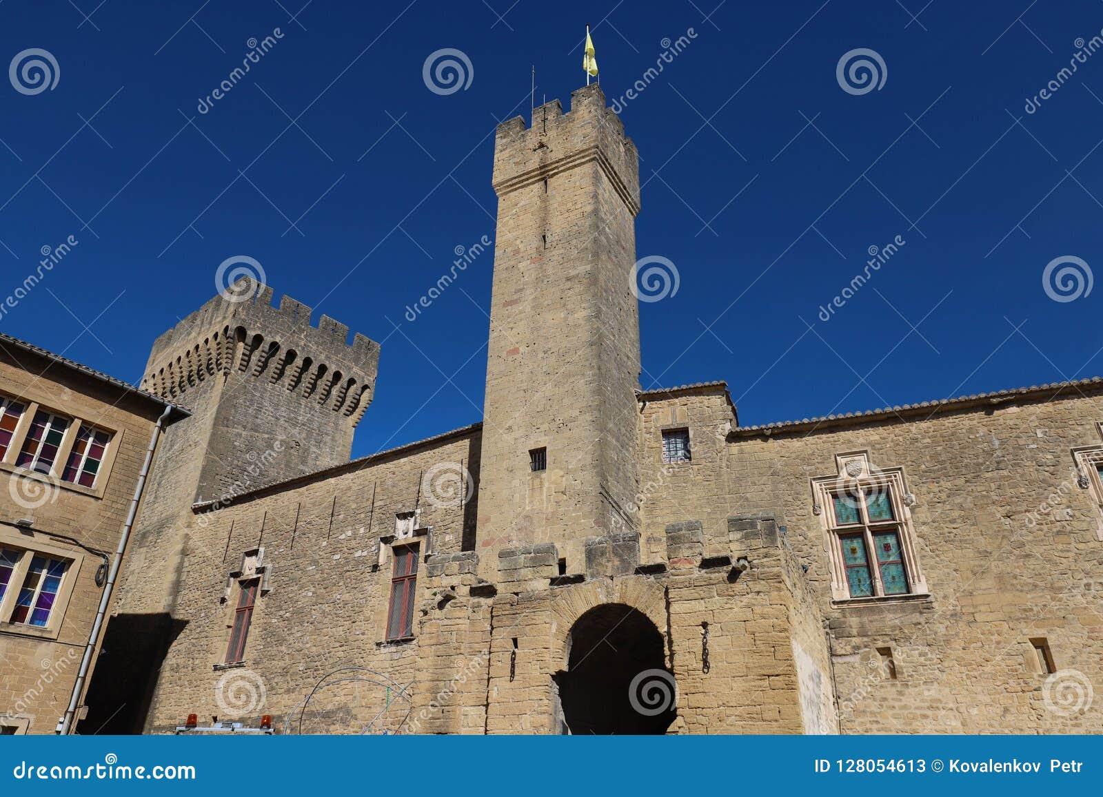 Известный средневековый замок Emperi, салон de Провансаль, Франция